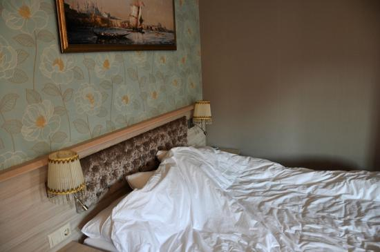 Sultans Royal Hotel: Comfortable bed makes for very good nights