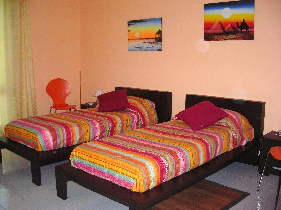 Bed & Breakfast CasAnsaldo: double single beds
