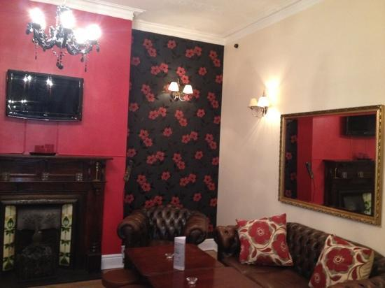 The Bull and Stirrup Hotel: lounge area