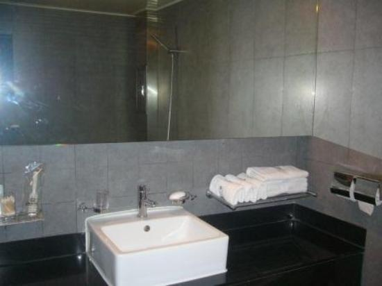 Nox Hotel : Bathroom 1