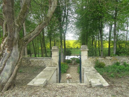 La Maison Bleue: Garden in the back
