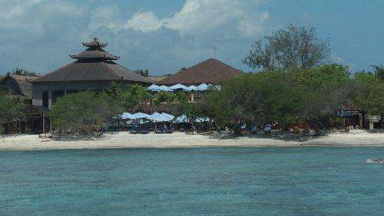 Villa Grasia Resort & Spa: approaching the island