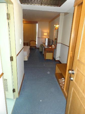 Tarin Hotel: Chambre standard (615)