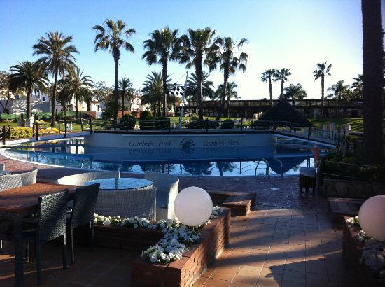 Cambrils Park Resort: stage - part of the large pool