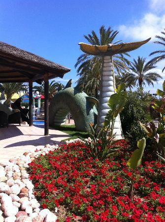 Cambrils Park Resort: Children's pool area - back of dragon slide