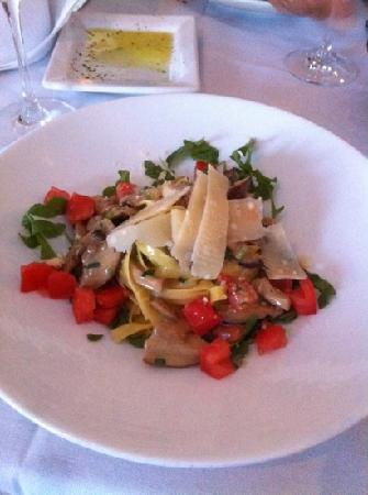 Vagabondi : fettuccine with mushrooms and truffle sauce