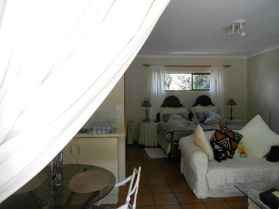 Waterland Lodge : African style room with little kitchen
