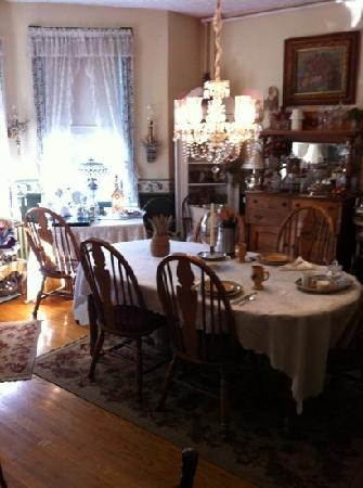 Whistle Stop Bed and Breakfast: dining room
