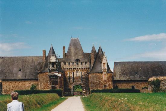 La Chapelle-Glain, Prancis: Towards the gateway;