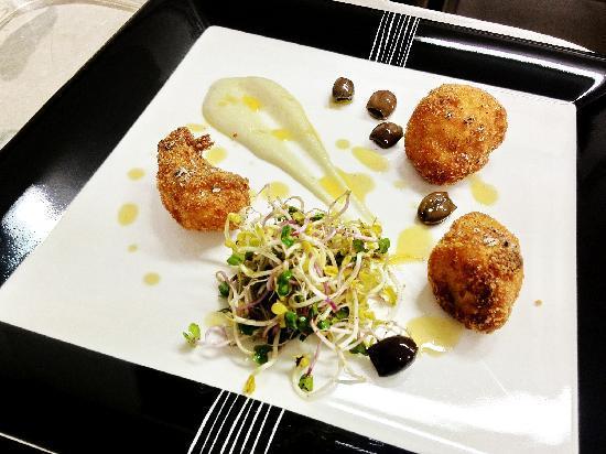 Villa San Michele: fried fish, topinambur, olive di Taggia e insalatina di germogli
