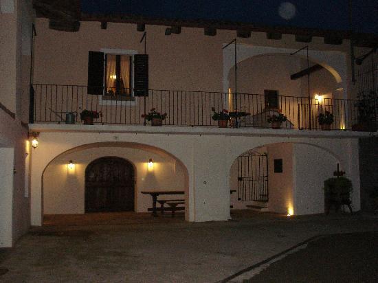 Azienda Agricola Stra: veduta notturna