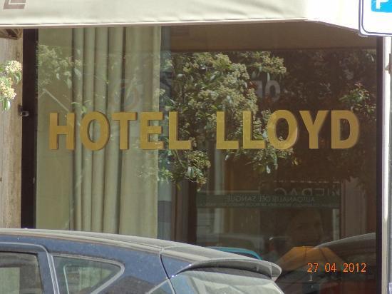 Hotel Apogia Lloyd Roma: Окно в лобби