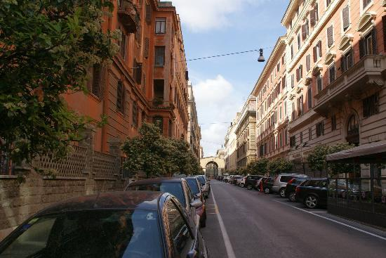Hotel Apogia Lloyd Roma: Via Alessandria