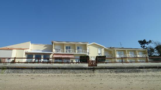 Le Grand Chalet : Hotel vu de la plage