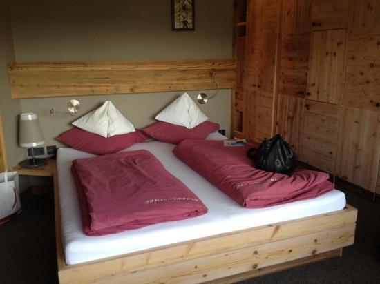 Tannheim, Avusturya: Zimmer Brunnenstube mit grossem Schrank