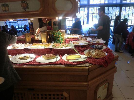 Vallirana, España: barra de postres
