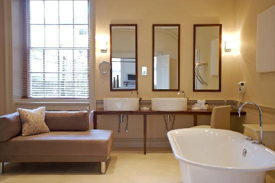 ذا كوينزبيري هوتل: 4 Poster Suite Bathroom
