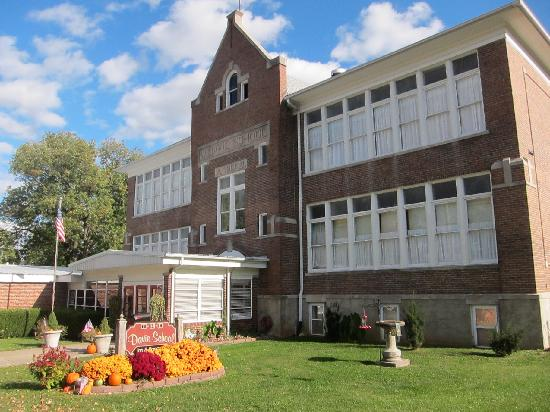 Davie School Inn: Fall at the Inn
