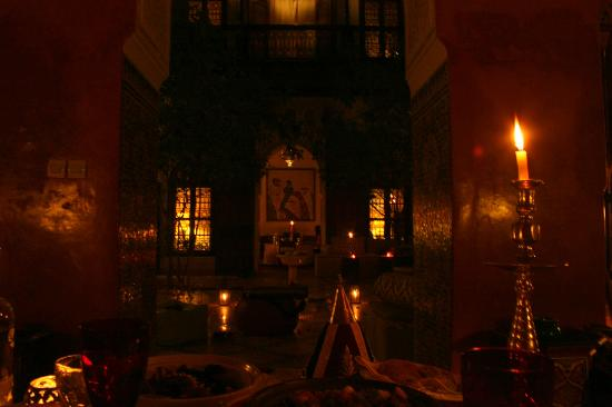 Riad Samsara: Dining salon at night