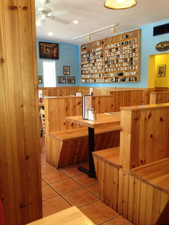 Muggs Country Kitchen: The dinning room