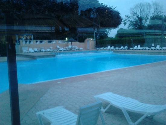 Camping Antipolis : La piscine