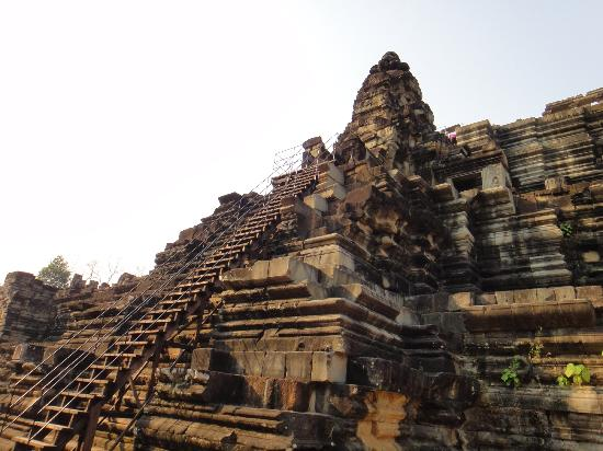 วัดบาปวน: Лестница в храмовый комплекс