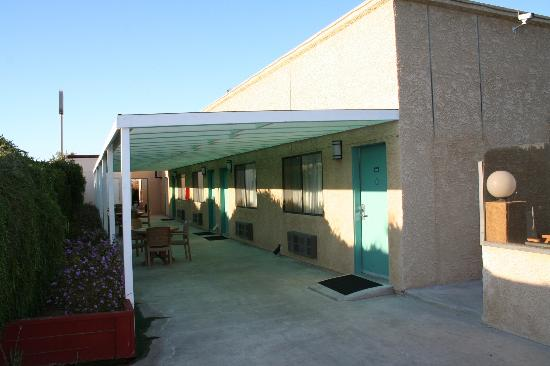 Best Western Gardens Hotel at Joshua Tree National Park: Our building.