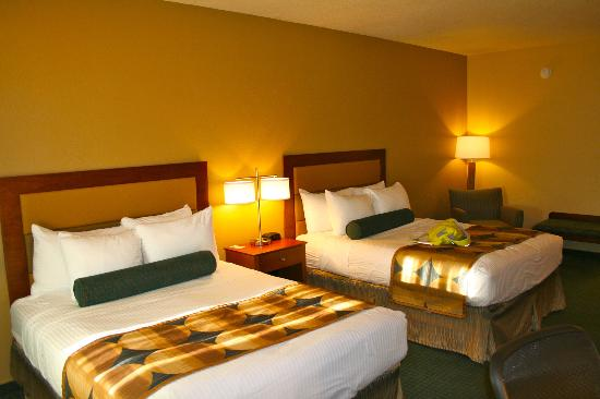 BEST WESTERN Gardens Hotel at Joshua Tree National Park : Queen beds.