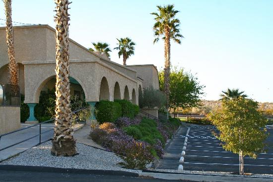Best Western Gardens Hotel at Joshua Tree National Park: Nice exterior.