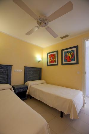 Royal Son Bou Family Club : Dormitorio infantil apartamento A2 (2 dormitorios, 1 baño, 1 aseo)