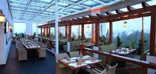 6th Avenue Hotel: Skylark the Terrace Restobar - JP Nagar Hotel