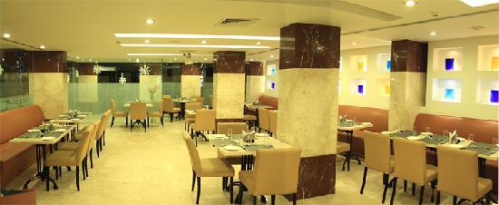 6th Avenue Hotel: Café Au Lait  24/7 Cafe at South Bangalore