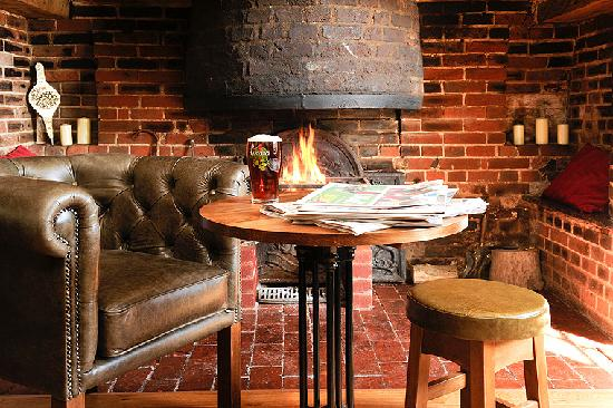 Angmering, UK: Our fireplace in the Bar