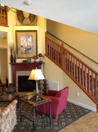 GrandStay Residential Suites Hotel - Sheboygan: front lobby and sitting area