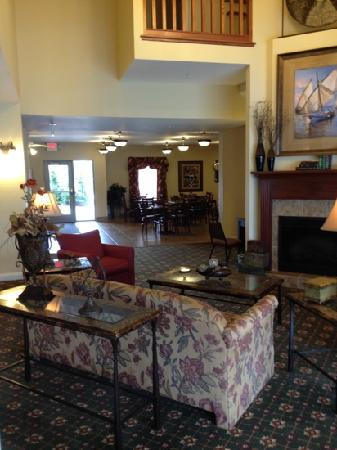 GrandStay Residential Suites Hotel - Sheboygan: view from dining area toward lobby and second sitting room