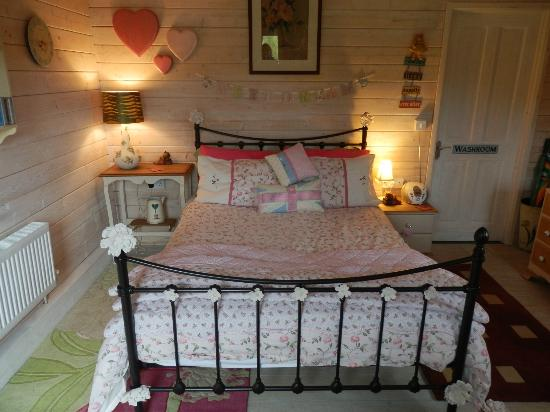 Blackbrook Lodge Caravan & Camp Site: Love Shack interior