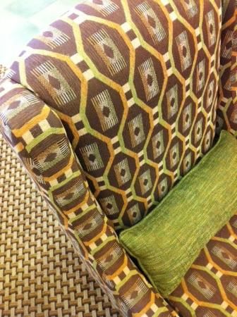 Hampton Inn & Suites Destin-Sandestin: Love the material in the chairs in the lobby