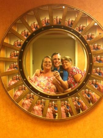 Hampton Inn & Suites Destin-Sandestin: We loved the mirrors that are in the elevator lobbies on the floors!