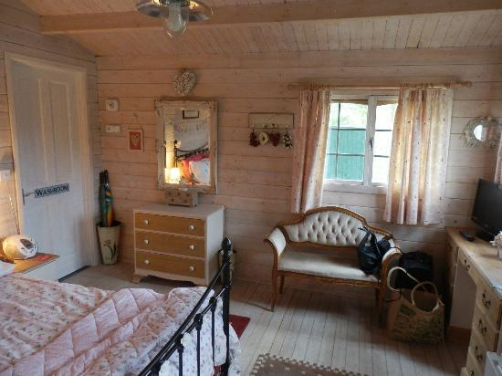 Blackbrook Lodge Caravan & Camp Site: Inside Love Shack