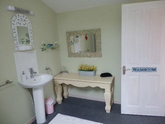 Blackbrook Lodge Caravan & Camp Site: Love Shack ensuite bathroom