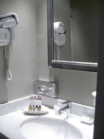 Hotel  Le Cavendish: bathroom2