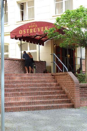 Hotel Ostruvek : entrée hotel