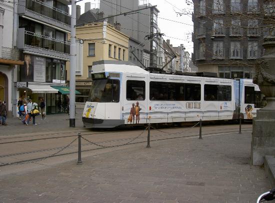 Tram Station bij Hotel Du Parc