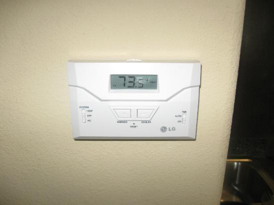Holiday Inn Express Hotel & Suites Okmulgee : Completely useless thermostat