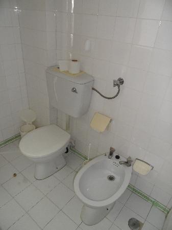 Hotel Almar: Bathroom