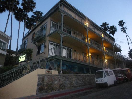 ذي أفالون هوتل أون كاتالينا آيلاند: Avalon Hotel at dusk