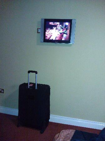 Canal Court Hotel: TV Very Samll