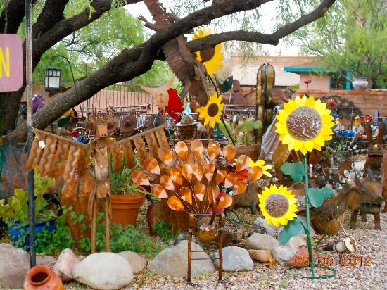 Tubac Golf Resort & Spa: Village of Tubac - colorful southwest gifts