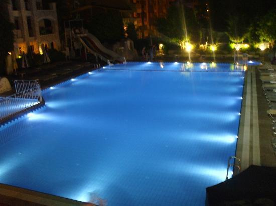 Club Alize : Pool at night
