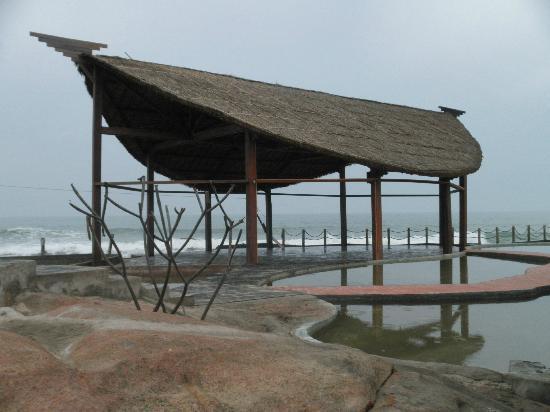 Rock Garden Spa Resort : Terasse am Meer, Spabereich